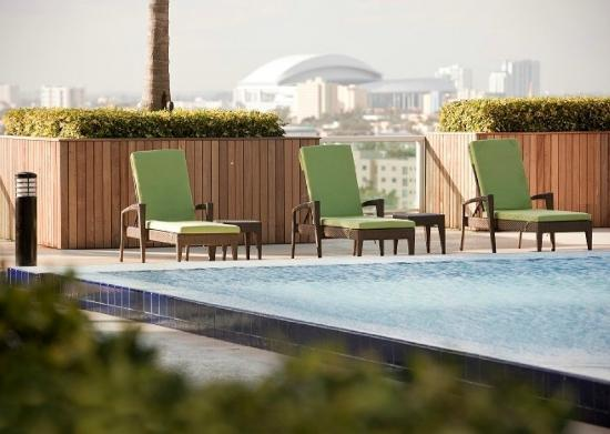 Churchill Suites Miami Brickell: Chaise lounges surround the outdoor pool
