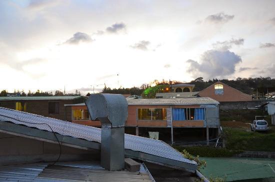 Sleepers Sleep Cheaper Hostel: Vista de Tarde desde la ventana