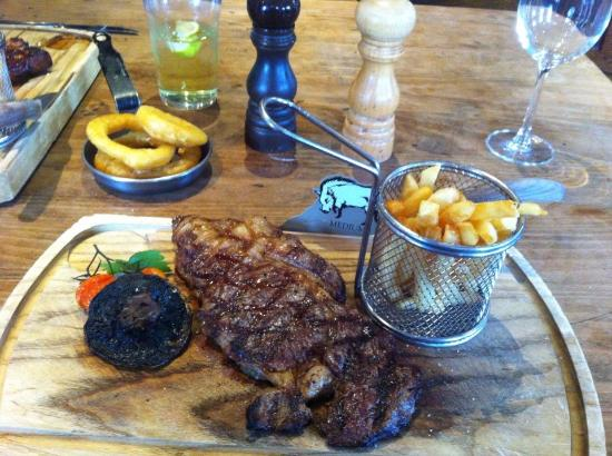 The Grill & Smokehouse Restaurant: Ribeye and skinny chips