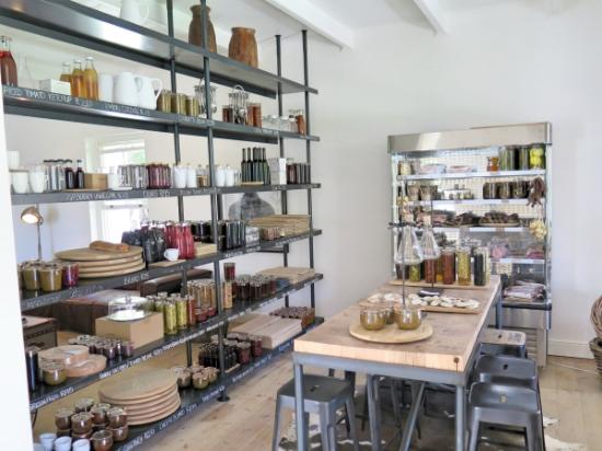 Maison Estate: Small shop to buy things