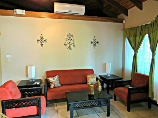 Hermosa Heights Villas : Sala Villa STD