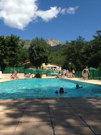 La piscine foto van camping huttopia gorges du verdon for Camping gorges du verdon avec piscine