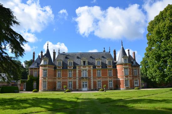 Château de Miromesnil : The long view to the rear 1