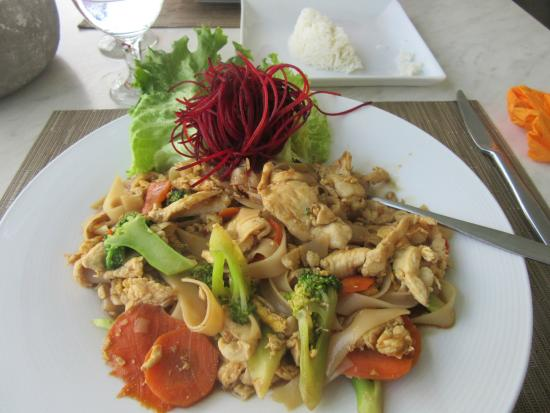Panlaan Thai on the Bay: Pad See Ew at lunch.