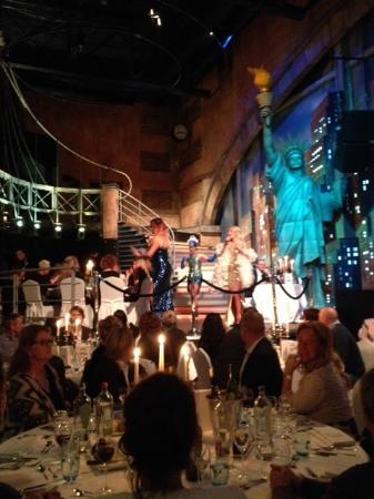 zang en dans tijdens diner