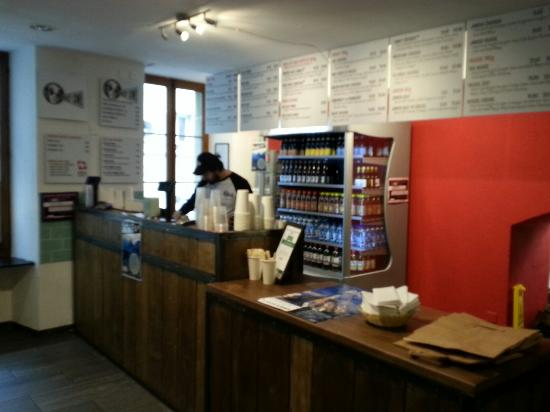 Holy Cow! Gourmet Burger Company- Cheneau De Bourg : Order area
