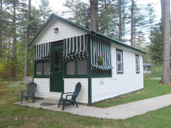 The Cabins In Hope: Cute Riverwood Cabin