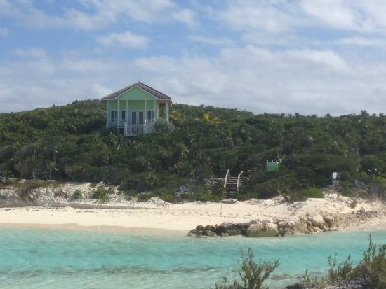 Palm Top Villas : view of the villa from across the beach