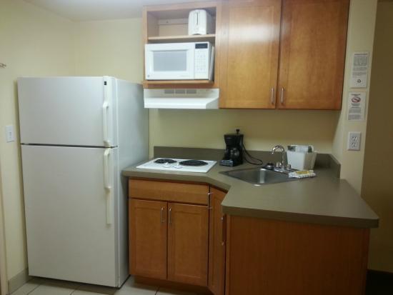 University Inn: Single Bed Suite kitchenette