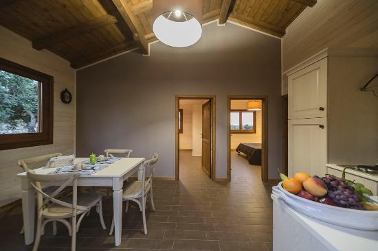 zona living con cucina - Picture of Agriturismo Casale Graffetta ...