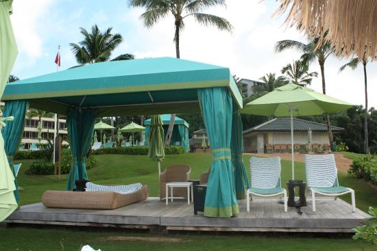St. Regis Princeville Resort: cabanas to rent, quite expensive