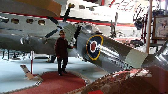 Solent Sky Museum : A look inside the Spitfire cockpit