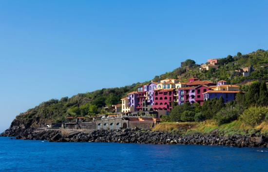 Hotel Santa Tecla Palace: The Hotel and the Shoreline