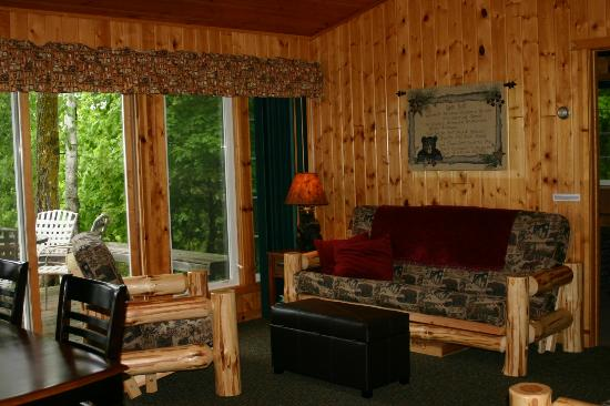 Remer, MN: Inside Bears Den Cabin