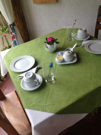 Jasmim dos Poetas: Mesa de café muito bem preparada