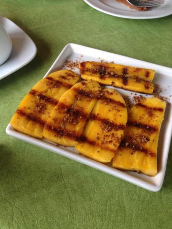 Jasmim dos Poetas: Seu Carlito também mostrou seus dotes no café da manhã, com a Banana da terra grelhada! Uma deli