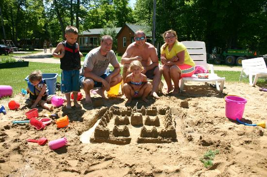 Timber Trails Resort: Sandcastle Contest