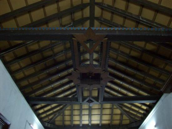 Techo con forma de barco billede af casa colonial 1893 for Formas de techos para casas