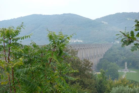 Ponti della Valle - Acquedotto Carolino: Vista del acueducto