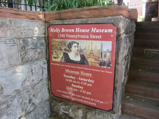 Molly Brown House Museum: Opening hours board