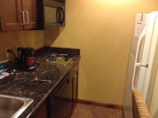 Homewood Suites Fredericksburg: full kitchen