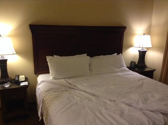 Homewood Suites Fredericksburg: comfy bed