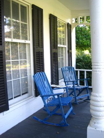 Ivy Tree Inn and Garden : The quaint porch
