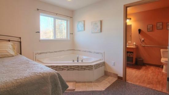 2 Person Jacuzzi Tub In Master Bedroom Of 2 Bedroom 2 Bathroom Apt Picture Of Alaska Garden