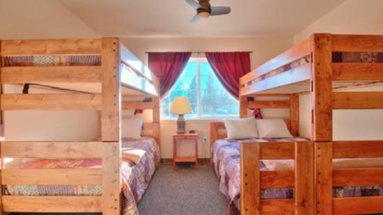 Alaska Garden Gate B & B: Bedroom/Bathroom Suite in new Inn building