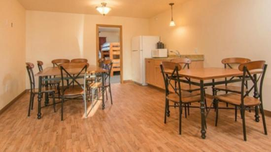Alaska Garden Gate B & B: Shared kitchenette and common area near Bedroom/Bathroom Suites in the new Inn building
