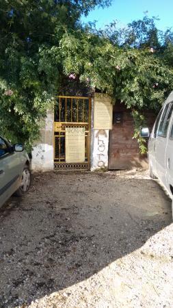 Casa Rural AhORA: entrada, casa rural