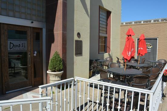 Dino's Steak & Claw House: Dino's Outside Dining