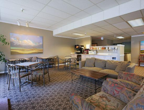 Great Falls Inn by Riversage : Lobby and Breakfast Sitting Area