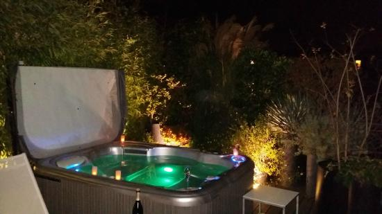 le jacuzzi ouvert la nuit sur le toit photo de hotel f licien by elegancia paris tripadvisor. Black Bedroom Furniture Sets. Home Design Ideas
