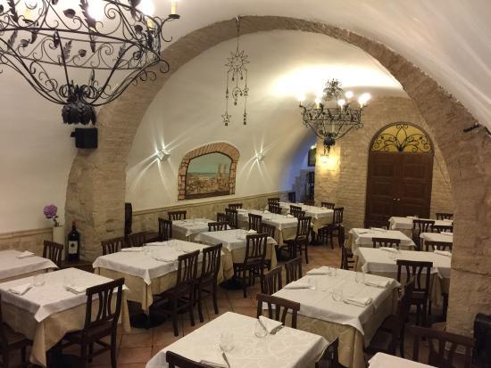 Dentro Le Mura Pizzeria Trattoria: Sala
