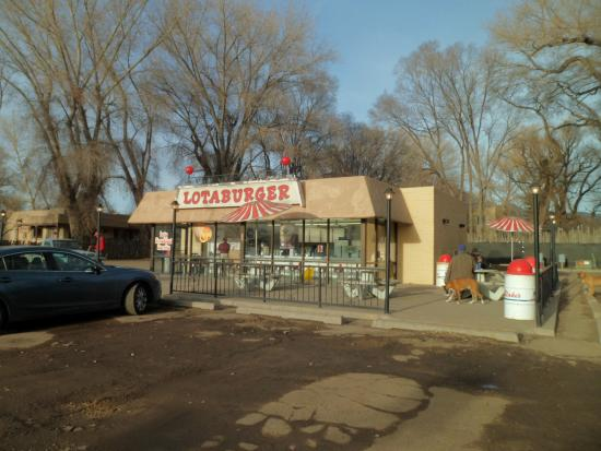 Blake's Lota Burger Incorporated: outdoor seating under the cottonwoods
