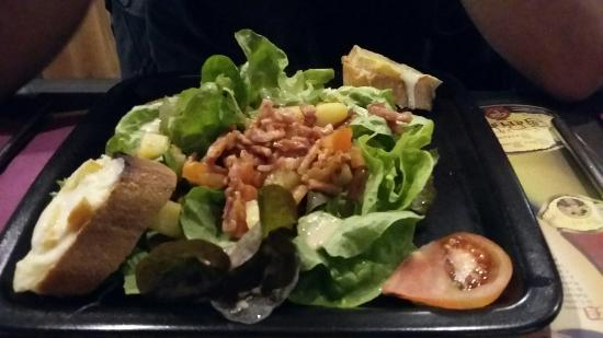 Creperie Les Charrettes: Salade savoyarde entree