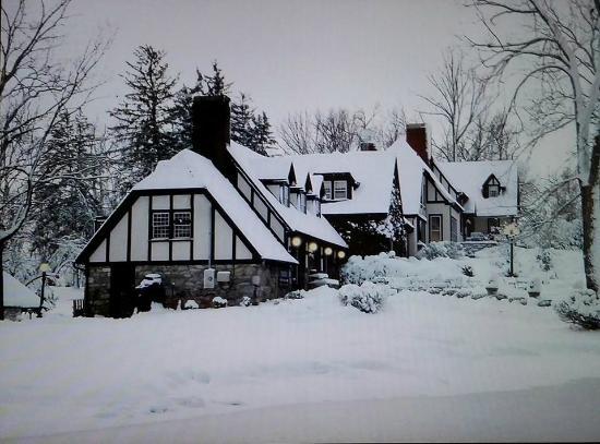 Hillbrook Inn: Our Valentine Getaway...All Snowed In!