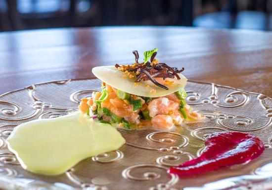 Touro: salmon tatar