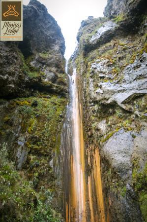 Illinizas Lodge: Cascada de Huerta Sacha, dentro de la Reserva