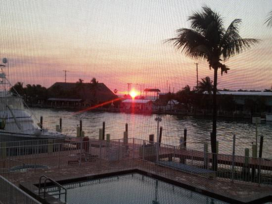 Anchorage Resort & Yacht Club: Sunset from our screened porch