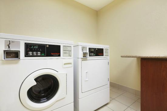 Country Inn & Suites By Carlson, San Carlos: Coin Laundry