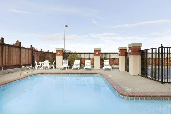 Country Inn & Suites By Carlson, San Carlos: Outdoor Pool (Not Heated)