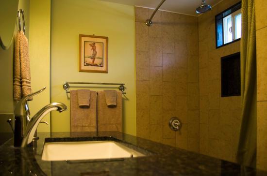 Sprecks Plantation House: Hibiscus bathroom