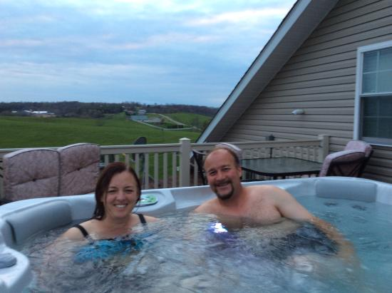 Dundee, โอไฮโอ: Hot tub on Lofts private deck.