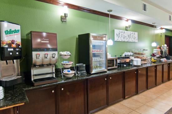 Sleep Inn & Suites Bush Intercontinental Airport IAH East: Breakfast