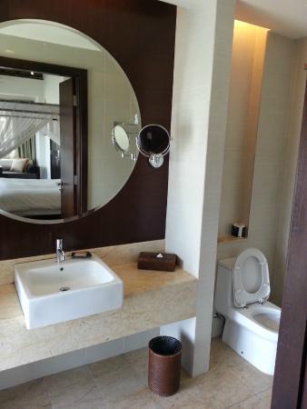 Avani Sepang Goldcoast Resort Bathroom