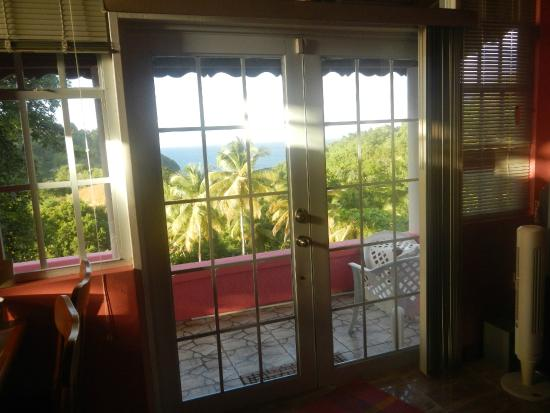 Comfort Cottages: We enjoyed opening these doors for a nice breeze in the evening.