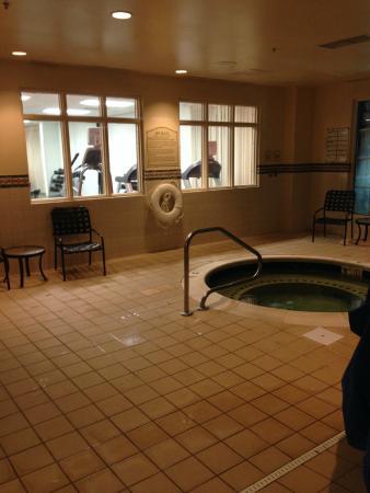 Hilton Garden Inn Fredericksburg: The awkward treadmills overlooking you in the hot tub/pool