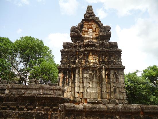 Nalanda Gedige : Side view of Hindu influence art